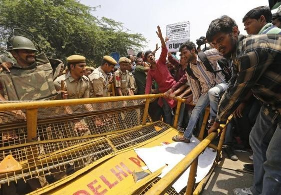 Demonstrators try to cross a police barricade during a protest outside police headquarters in New Delhi April 20, 2013. Hundreds of angry protesters gathered outside the headquarters of Delhi police on Saturday after a five year-old girl was allegedly rap