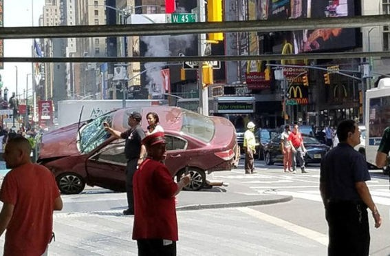 Car rams Times Square pedestrians,car crashed,New York City,Times Square