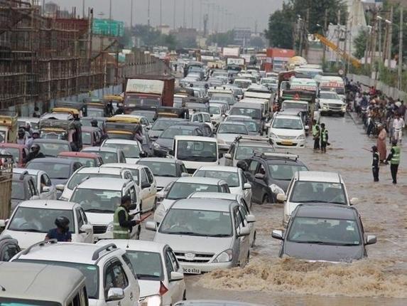 Heavy rains cause floods,Hyderabad,Heavy rain in Hyderabad,Hyderabad rainfall,Flood in Hyderabad,flooded roads in Hyderabad