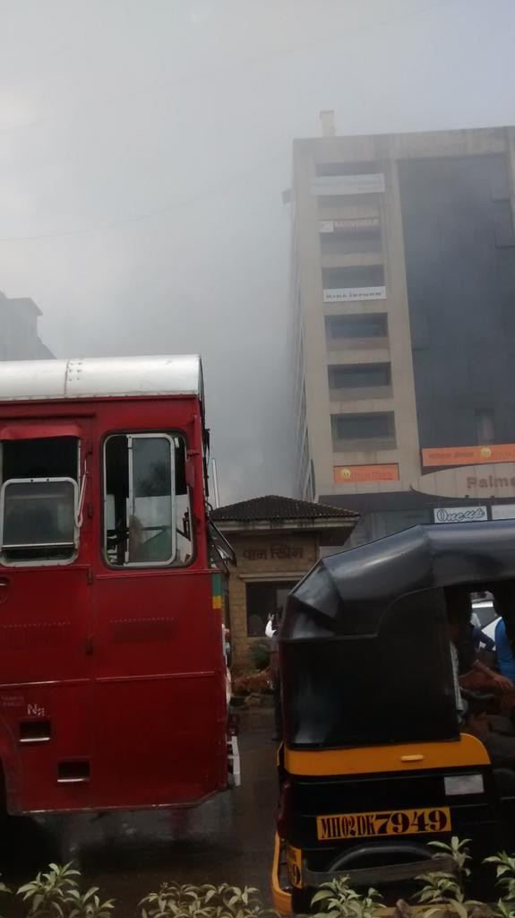 Fire breaks out in Malad building,Malad building,Fire in Malad building,commercial centre,Malad link road,Massive fire,fire accident,fire accident in mumbai