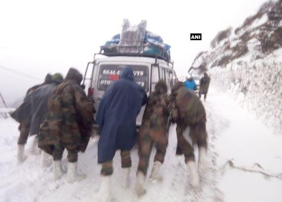 Army rescued 127 tourists stuck in snow blizzard at Sela Pass near Tawang, Arunachal Pradesh