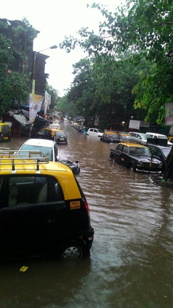 Mumbai lashed by Heavy Rains,Heavy Rain in mumbai,Mumbai hit by Heavy Rains,Heavy Rains,Heavy Rains Lash Mumbai,rain showers