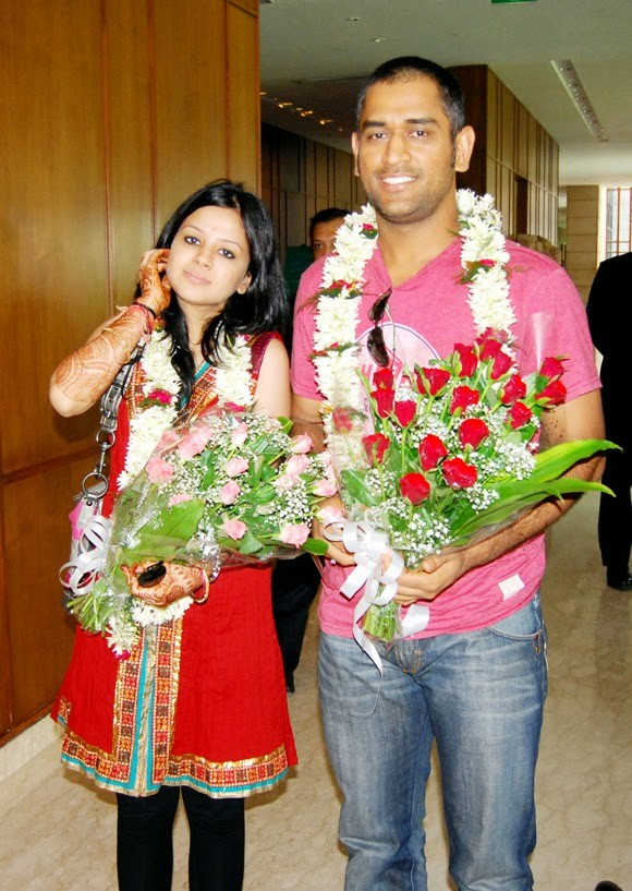 MS Dhoni,Sakshi Singh,MS Dhoni and Sakshi Singh,MS Dhoni and Sakshi Singh wedding day,MS Dhoni and Sakshi Singh Wedding Anniversary,MS Dhoni and Sakshi Singh Celebrate 5th Wedding Anniversary,MS Dhoni and Sakshi Singh 5th Wedding Anniversary,MS Dhoni Wedd
