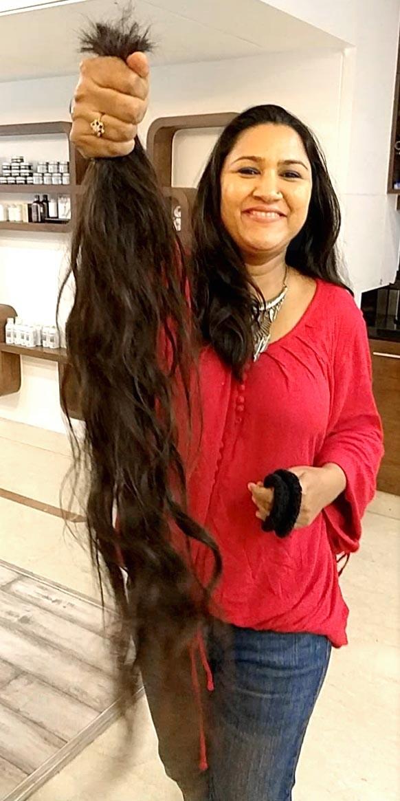 Singer Rajnigandha,Rajnigandha,Rajnigandha hair cut,Rajnigandha knee-length hair,Rajnigandha haircut video,Rajnigandha haircut video pics,Rajnigandha haircut video images,Rajnigandha haircut video stills