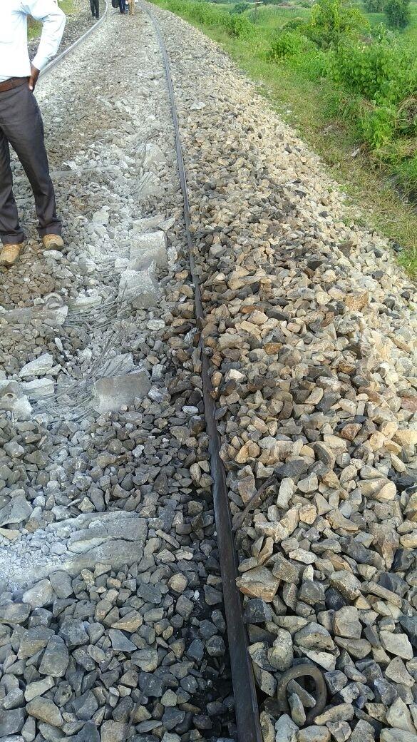 Shaktipunj express,Shaktipunj express derails,Sonbhadra,Uttar Pradesh