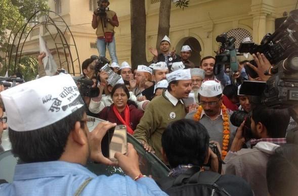 Arvind Kejriwal leaves his office to file nomination at Jamnagar house, Delhi