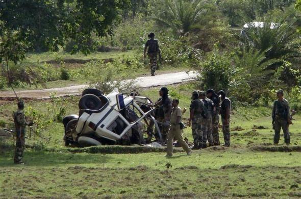 Policemen, Maoists