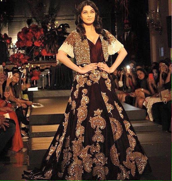 d895a6e508f Aishwarya Rai Bachchan walks for Manish Malhotra at Amazon India Couture  Week 2015