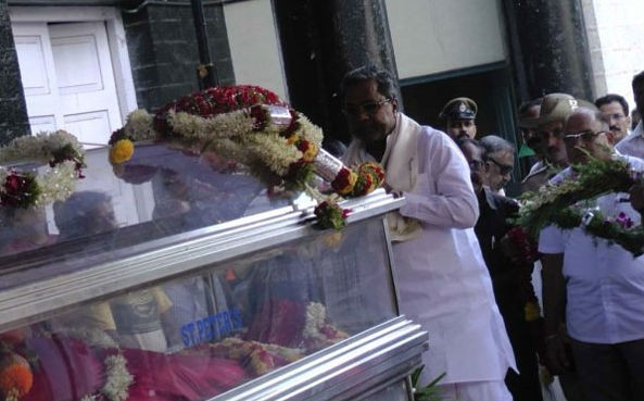 KSL Swamy,celebs pay homage to KSL Swamy,Darshan,Siddaramaiah