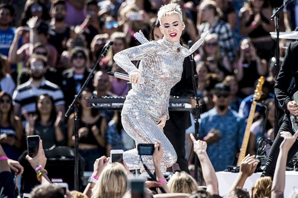 Katy Perry,Katy Perry flashes derriere,Katy Perry - Witness World Wide,Livestream Concert,Katy Perry pics,Katy Perry images,Katy Perry stills,Katy Perry pictures,Katy Perry photos