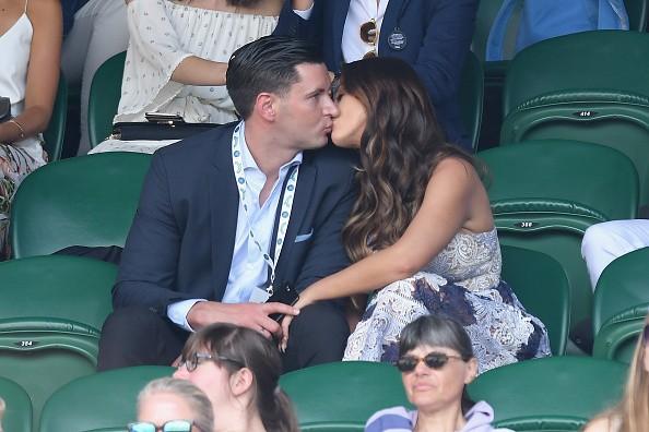 Vicky Pattison smooches beau John Noble,Vicky Pattison kisses beau John Noble,Vicky Pattison kisses John Noble,Vicky Pattison and John Noble,Vicky Pattison,John Noble