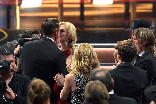 Nicole Kidman and Alexander Skarsgard,Nicole Kidman,Alexander Skarsgard,Nicole Kidman and Alexander Skarsgard kiss,Nicole Kidman kisses Alexander Skarsgard,Emmy Awards 2017,Emmy Awards