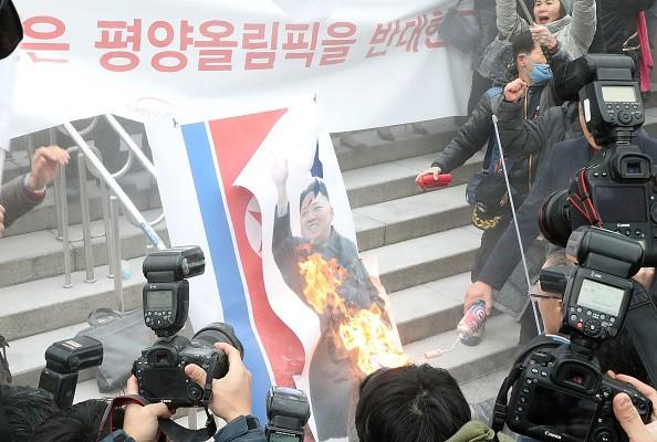 South Korea,South Korea burns Kim Jong-un,South Korea burns Kim Jong-un photo,South Korea burns North's flag,Pyongyang,Winter Olympic Games