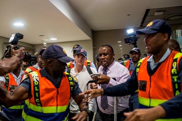 Steve Smith,Steve Smith ball tampering,Ball-tampering scandal,Ball-tampering,steve smith cheat,Steve Smith IPL 2018,Steve Smith at Johannesburg airport,Steve Smith at airport