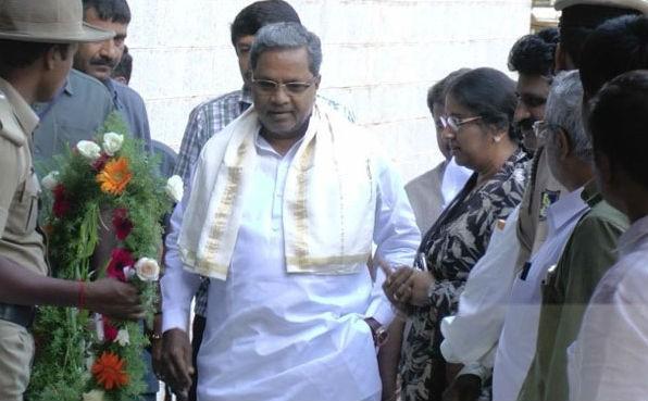KSL Swamy,celebs pay homage to KSL Swamy,Darshan,Siddaramaiah