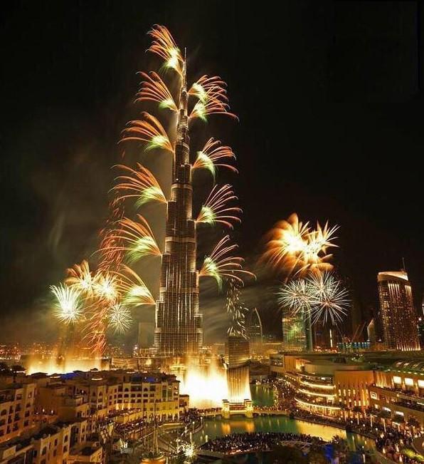New years fireworks on Bruj Khalifah in Dubai