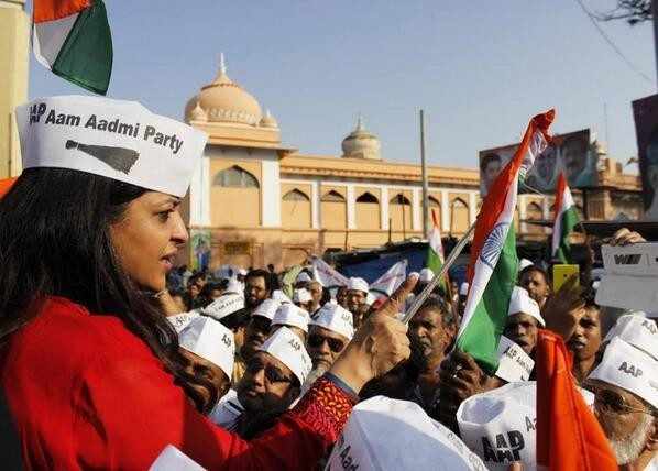 Senior AAP leader and spokesperson Shazia Ilmi and member Captain Gopinath have resigned from the party.