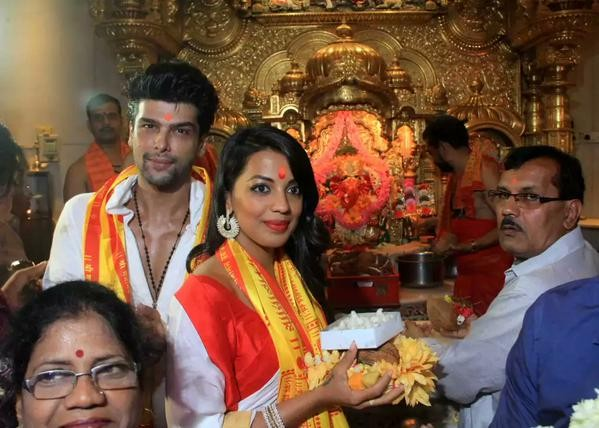 Mugdha Godse visits Siddhivinayak Temple,Mugdha Godse,Siddhivinayak Temple,Kushal Tandon,Romila,Romila movie launch,bollywood movie Romila,Romila movie pooja,Mugdha Godse and Kushal Tandon