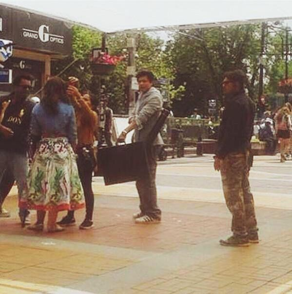 Dilwale,Dilwale Working Stills,Dilwale Working pics,Dilwale on the sets,Shah Rukh Khan,Kajol,Shah Rukh Khan and Kajol,srk,Varun Dhawan,Dilwale movie pics,Dilwale movie images,Dilwale movie photos,Dilwale movie stills