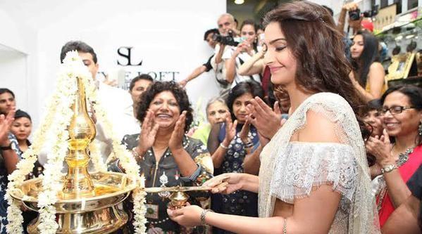 Sonam Kapoor,actress Sonam Kapoor,Sonam Kapoor launches Style Loft in Delhi,Sonam Kapoor pics,Sonam Kapoor images,Sonam Kapoor stills,Sonam Kapoor pictures,Sonam Kapoor photos