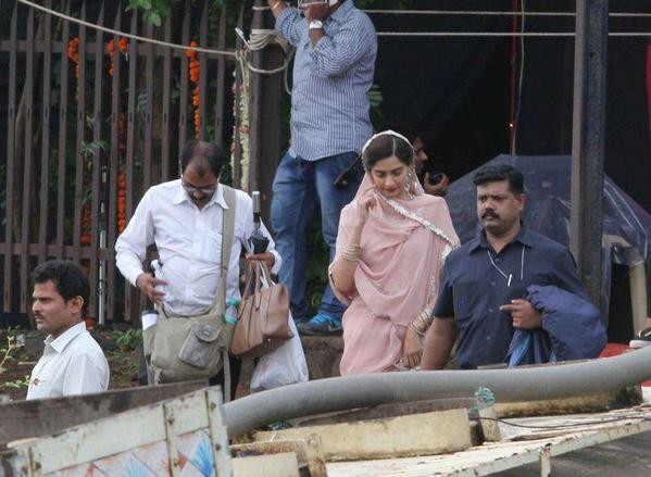 Salman Khan,Sonam Kapoor,Salman Khan and Sonam Kapoor on the set of Prem Ratan Dhan Payo,Prem Ratan Dhan Payo on the sets,Salman Khan and Sonam Kapoor,Prem Ratan Dhan Payo,Prem Ratan Dhan Payo movie stills,Prem Ratan Dhan Payo movie pics,Prem Ratan Dhan P