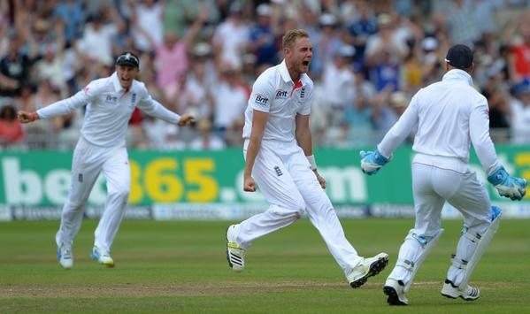 Ashes 2015,Stuart Broad,Stuart Broad takes 300th Test wicket,Stuart Broad 300th Test wicket,Stuart Broad 300th wicket,England bowler,fifth England bowler to take 300 Test wickets