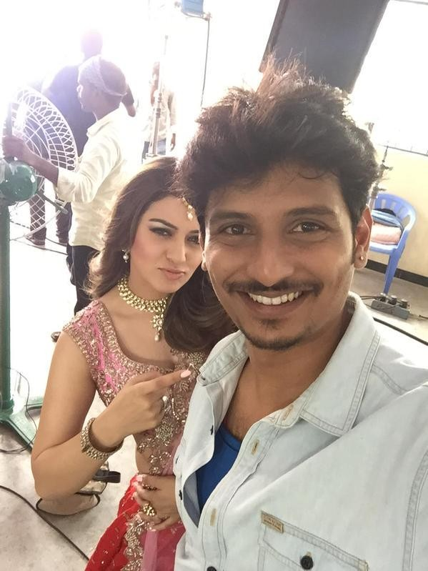 Pokkiri Raja,Jiiva and Hansika,Jiiva,Hansika,Pokkiri Raja movie stills,Pokkiri Raja on the sets,Pokkiri Raja movie images,Pokkiri Raja movie pictures,Pokkiri Raja movie photos