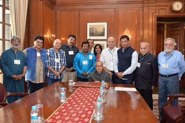 Anupam Kher,Anupam Kher meets President Pranab Mukherjee,President Pranab Mukherjee,Pranab Mukherjee,intolerance,March for India,Veteran actor Anupam Kher,award wapsi