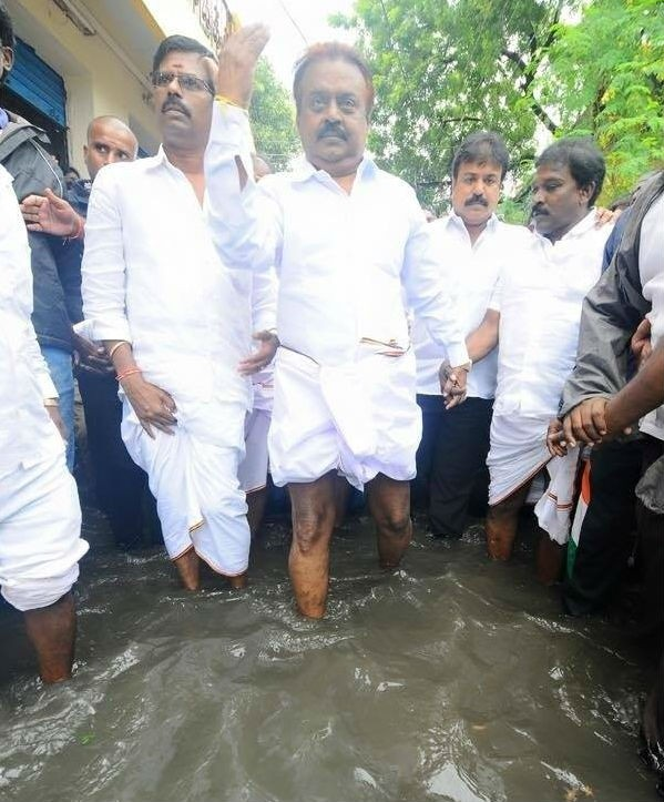 Vijayakanth,Vijayakanth meets rain affected victims in Chennai,DMDK leader Vijayakanth,heavyrain in chennai,Chennai affected victims,Chennai rain