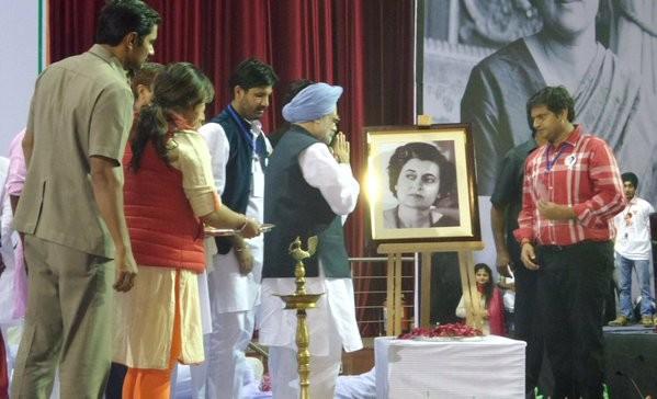 Manmohan Singh,Indira Gandhi,Indira Gandhi birthday,Indira Gandhi birth anniversary,Manmohan Singh pays tribute to Indira Gandhi,first female Prime Minister of India
