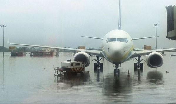 Chennai Rainfall,Chennai battles Flooding after Heavy Rainfall,Chennai Flooding,Heavy Rainfall Chennai,ChennaiFloods,#ChennaiFloods,Chennai Floods