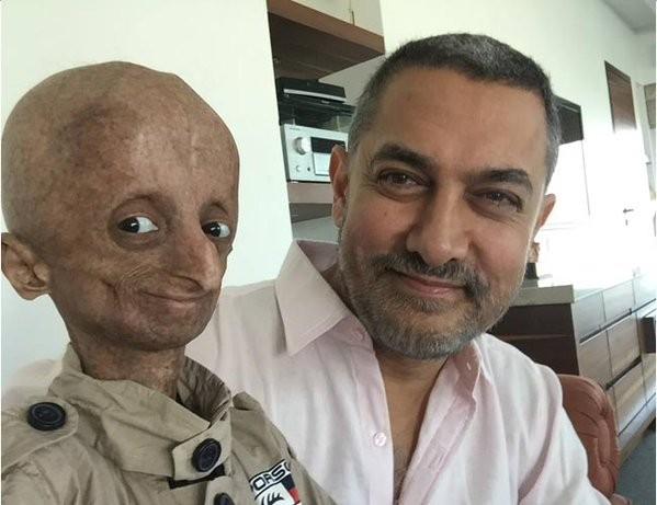 Aamir Khan,Aamir Khan meets progeric fan Nihal Bitla,Aamir Khan meets fan Nihal Bitla,progeric fan Nihal Bitla,Nihal Bitla,actor Aamir Khan