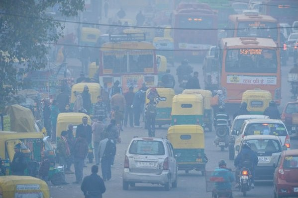 Foggy in Delhi,Foggy Delhi,Delhiites woke up to cold,Delhi Weather,New delhi weather