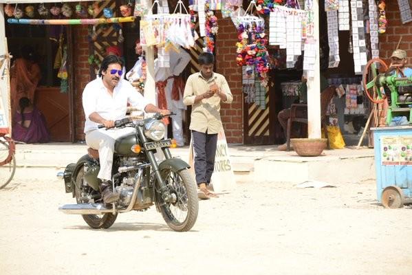 Pawan Kalyan,Sardaar Gabbar Singh,Sardaar Gabbar Singh working stills,Sardaar Gabbar Singh movie pics,Kajal Aggarwal,Sharad Kelkar,Raai Laxm,Brahmanandam