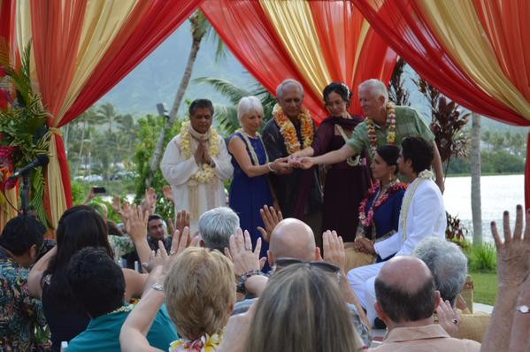 Tulsi Gabbard,Abraham Williams,Tulsi Gabbard Abraham Williams wedding photos,Tulsi Gabbard Abraham Williams marriage,Tulsi Gabbard US lawmaker,Vedic wedding,hawaii