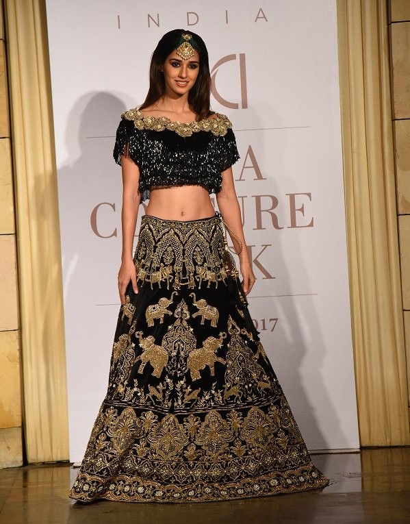 Disha Patani,actress Disha Patani,glamour Disha Patani,ICW 2017,India Couture Week,Manav Gangwani,maang tikka