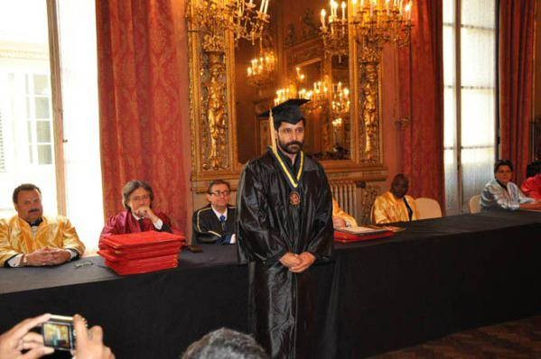 Vikram,dr. vikram,Fine Arts from People's University of Milan,Chiyaan Vikram,Chiyaan Vikram Gets Doctorate,Vikram pics,Vikram images,Vikram photos