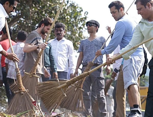 Swachh Bharat Abhiyan: Salman Khan Nominates Aamir Khan And Rajinikanth [Photos]