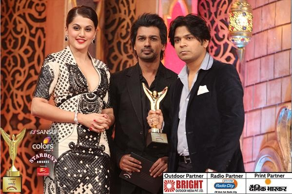 Ankit Tiwari receives Hard Rocker of the Year award.