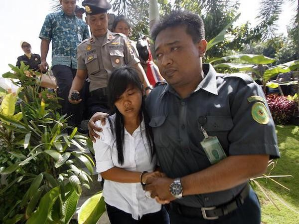 Indonesia Executions: Drug Prisoners Final Moments with their Family,Indonesia Executions,Indonesia Executions photos,indonesia executions 2015,indonesia death penalty,indonesia drug trafficking,indonesian execution,indonesian execution pics,Indonesia Exe