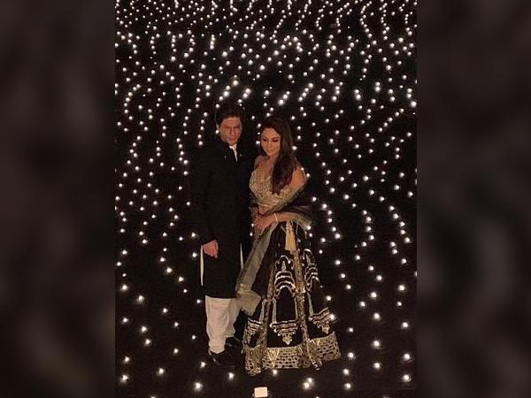 Shah Rukh Khan,Shah Rukh Khan and wife Gauri Khan,Alia Bhatt,Katrina Kaif,Kareena Kapoor,Jacqueline Fernandez,Vidya Balan,Shah Rukh Khan Diwali party,Shah Rukh Khan Diwali party pics,Shah Rukh Khan Diwali party images,Shah Rukh Khan Diwali party stills,Sh