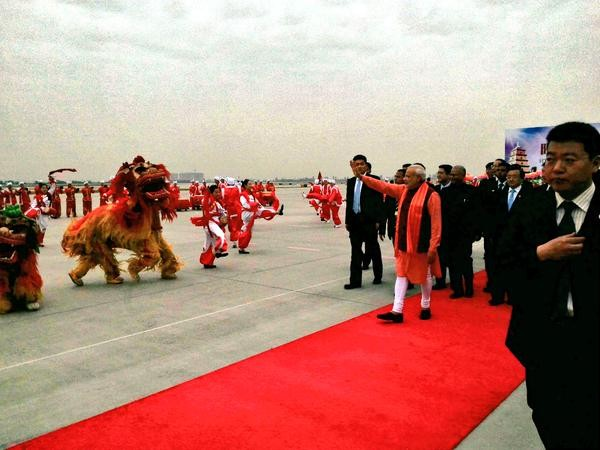 Chinese traditional dancers welcoming PM at Xi'an Xiangyang International Airport, through various performances