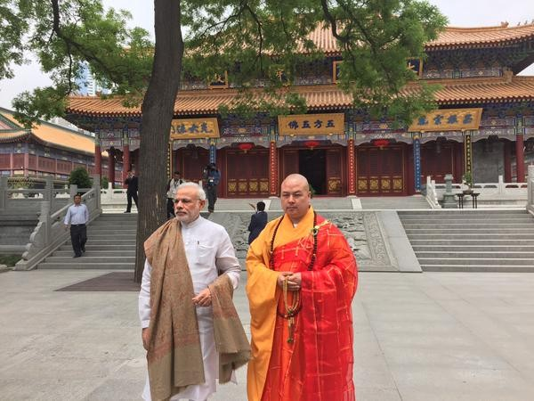 PM Narendra Modi visits Daxingshan Temple,Narendra Modi,Prime Minister Narendra Modi,Narendra Modi visits Daxingshan Temple,Narendra Modi at Daxingshan Temple,Daxingshan Temple,Daxingshan Temple in china,Daxingshan Temple in Xi'an,Narendra Modi in china,N