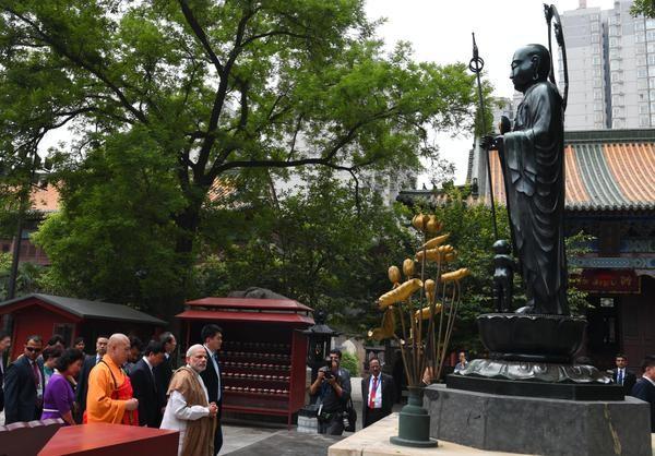 PM Narendra Modi visits Daxingshan Temple,Narendra Modi,Prime Minister Narendra Modi,Narendra Modi visits Daxingshan Temple,Narendra Modi at Daxingshan Temple,Daxingshan Temple,Daxingshan Temple in china,Daxingshan Temple in Xi'an,Narendra Modi in china,N