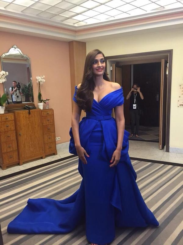 Sonam Kapoor ready to SLAY Cannes red carpet,Sonam Kapoor,actress Sonam Kapoor,hot Sonam Kapoor,Sonam Kapoor hot pics,Cannes Red Carpet,Cannes Red Carpet Appearance,Sonam Kapoor at Cannes,Sonam Kapoor pics,Sonam Kapoor images,Sonam Kapoor photos,Sonam Kap