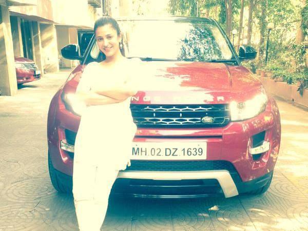 Shruti Hassan with her new Range Rover,Shruti Hassan buys Range Rover,Shruti Hassan new Range Rover car,Range Rover,Range Rover car,Shruti Hassan,actress Shruti Hassan,Shruti Hassan pics,Shruti Hassan images,Shruti Hassan photos,Shruti Hassan stills