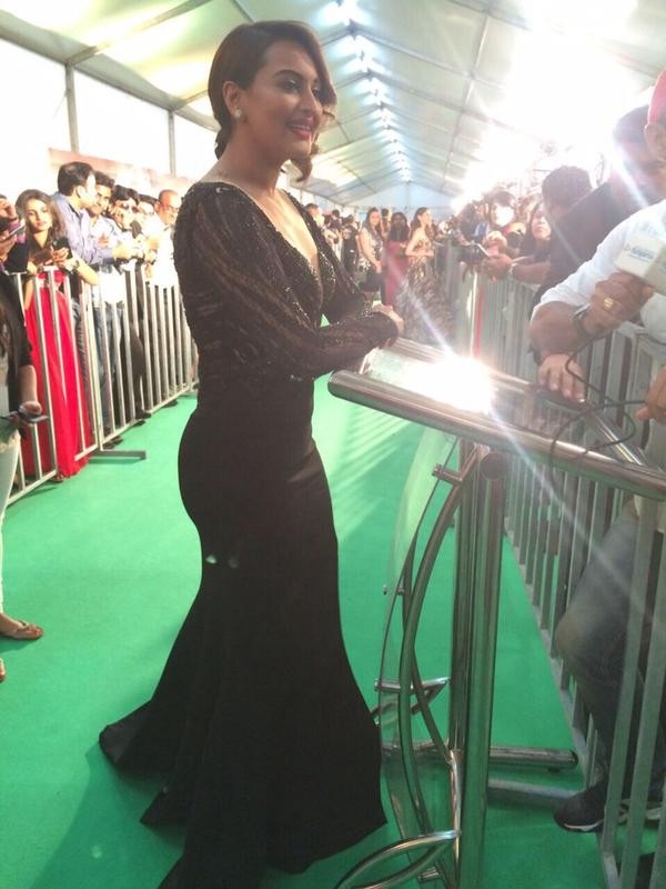 Sonakshi Sinha at IIFA Awards 2015 Green Carpet,Sonakshi Sinha at IIFA Awards 2015,Sonakshi Sinha at IIFA Awards,Sonakshi Sinha,actress Sonakshi Sinha,Sonakshi Sinha pics,Sonakshi Sinha images,Sonakshi Sinha stills,IIFA Awards 2015 Green Carpet,IIFA Award