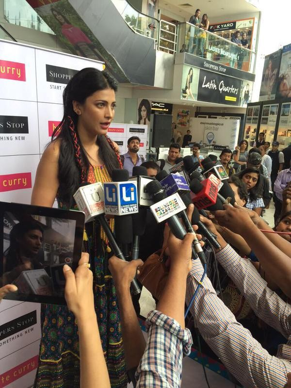 Shruti Haasan,actress Shruti Haasan,Shruti Haasan at Shoppers Stop Juhu Store,Shoppers Stop Juhu Store,Shoppers Stop,Shruti Haasan pics,Shruti Haasan images,Shruti Haasan stills,Shruti Haasan photos,Shruti Haasan pictures