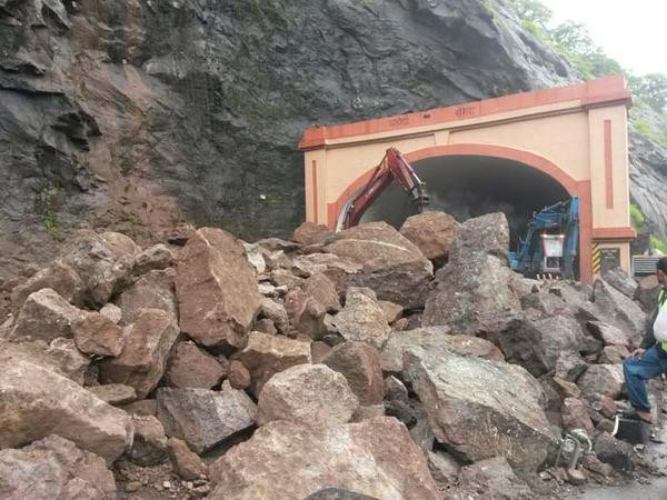 Mumbai-Pune expressway,Landslide on Mumbai-Pune expressway,Landslide on Mumbai-Pune expressway pics,Landslide on Mumbai-Pune expressway images,Landslide on Mumbai-Pune expressway photos,Landslide on Mumbai-Pune expressway stills,Landslide on Mumbai-Pune e