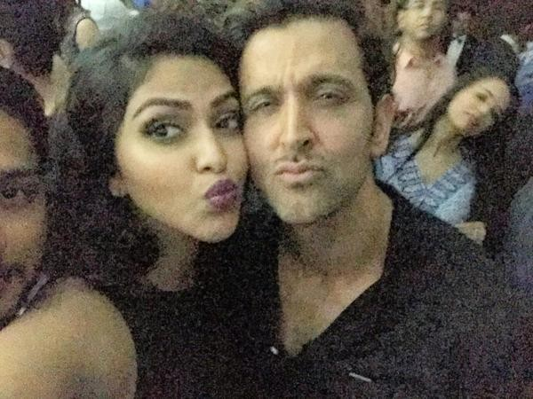 Amala paul selfie with Hrithik Roshan,Amala paul with Hrithik Roshan,Amala paul,Hrithik Roshan,actor Hrithik Roshan,Hrithik Roshan pics,Hrithik Roshan images,Hrithik Roshan photos,Hrithik Roshan stills,Hrithik Roshan pictures,Amala Paul pics,Amala Paul im